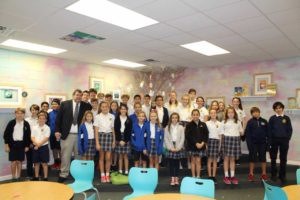 Blake Kaplan, Sun Herald Executive Editor, and 5th & 6th Grade Class